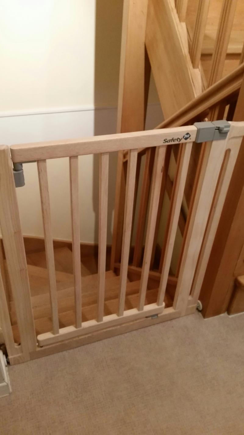 Barri re de s curit easy close bois safety 1st avis - Barriere escalier bebe ...