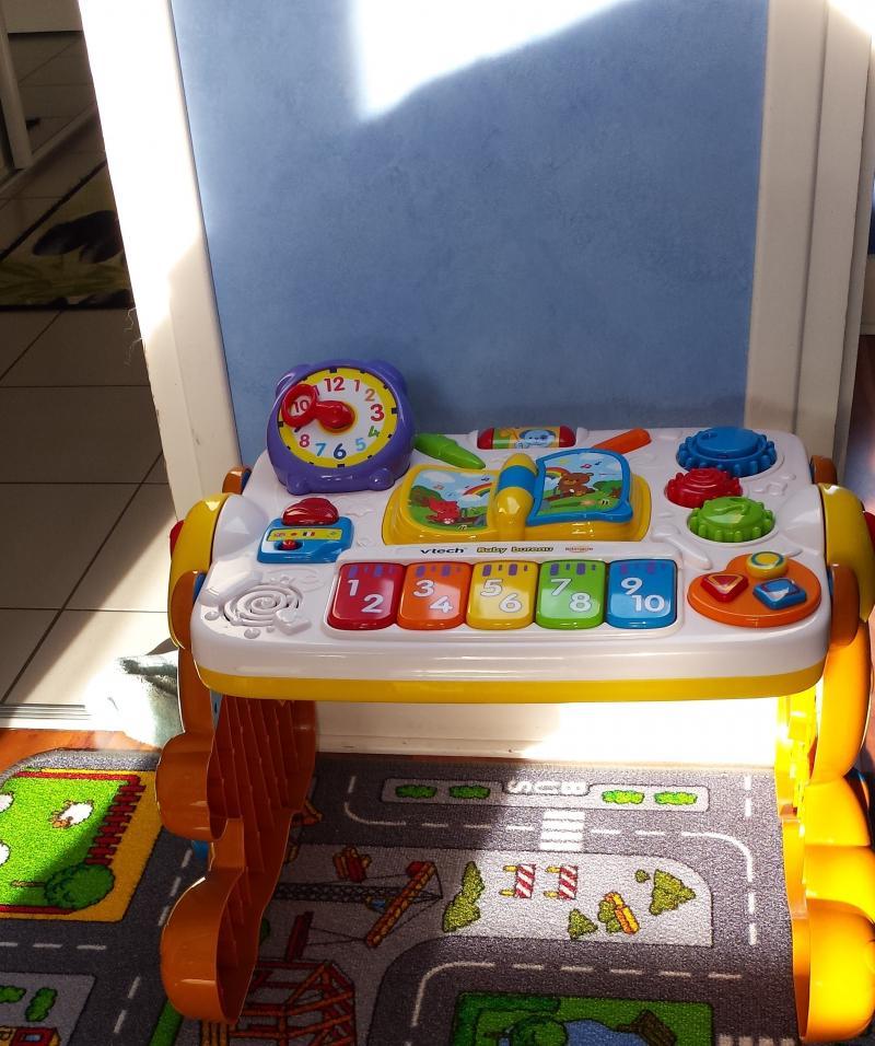 Baby bureau bilingue 2 en 1 vtech avis for Baby bureau bilingue 2 en 1
