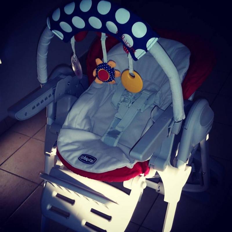 Chaise haute polly magic chicco avis - A quel age met on bebe dans une chaise haute ...