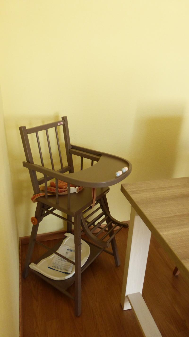 chaise haute transformable vernie combelle avis. Black Bedroom Furniture Sets. Home Design Ideas