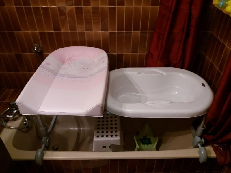 Duo baignoire plan langer bagnotime brevi avis - Plan a langer a poser sur baignoire ...