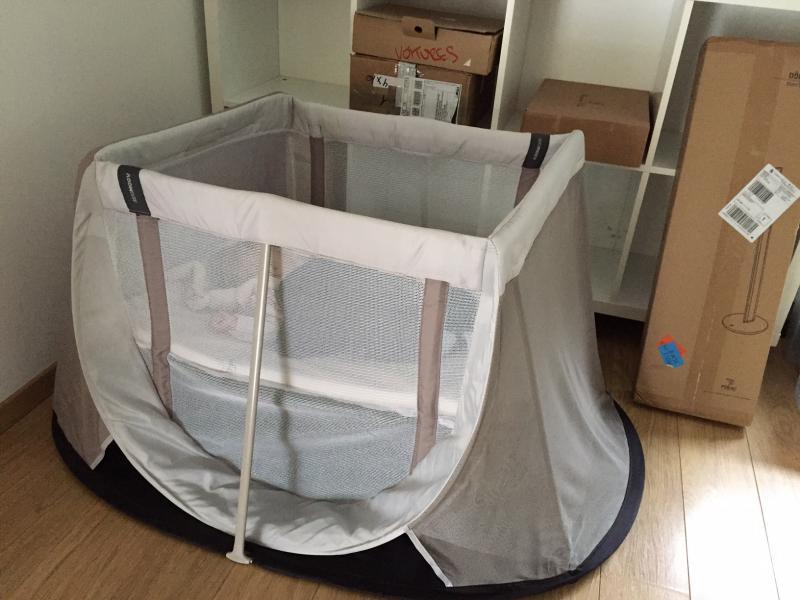 lit parapluie pop up instant travel cot aeromoov avis. Black Bedroom Furniture Sets. Home Design Ideas