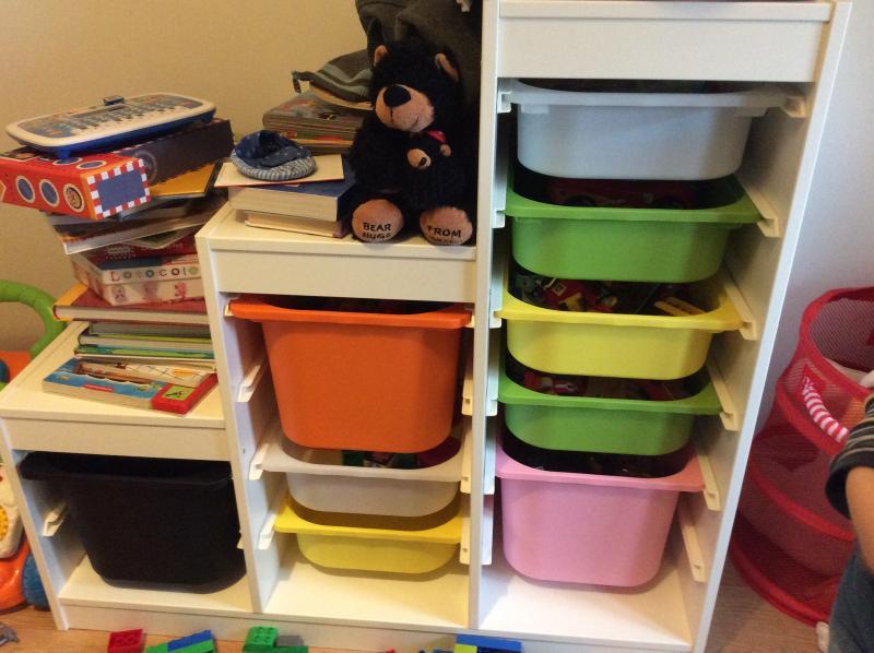 meuble pour ranger les jouets maison design. Black Bedroom Furniture Sets. Home Design Ideas