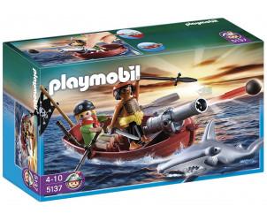 Barque des pirates avec requin-marteau