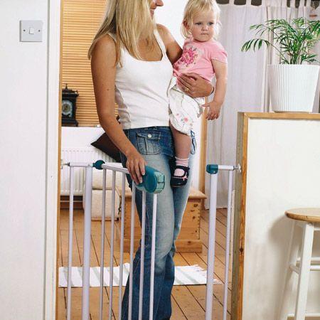 barri re quick close fixation par pression safety 1st avis. Black Bedroom Furniture Sets. Home Design Ideas