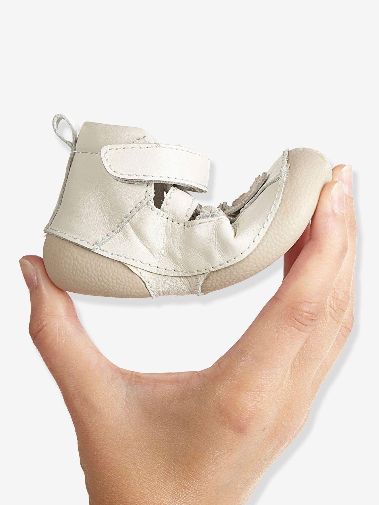 10a102c27c74 Chaussures cuir bébé fille spécial 4 pattes forme sandales. VERTBAUDET